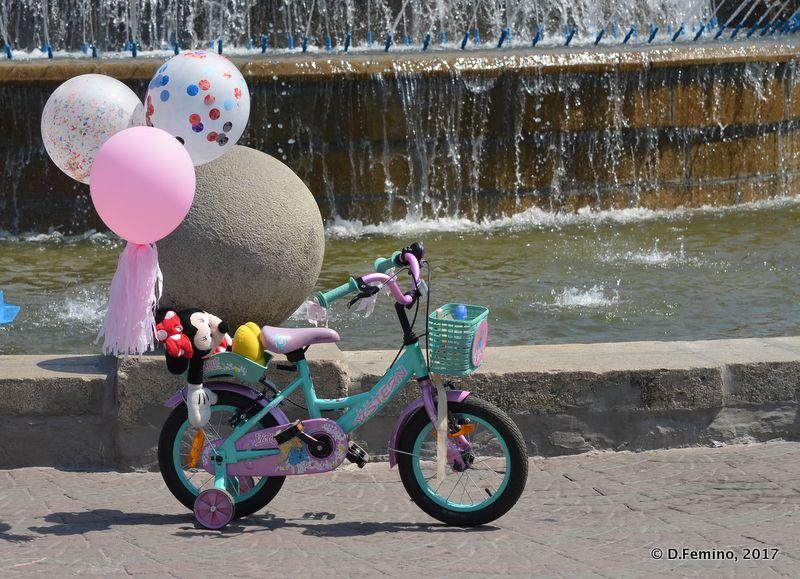 Undoubtably a children bike (Novosibirsk, Russia, 2017)