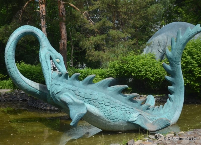 Dragon statue (Novosibirsk Zoo, Russia, 2017)