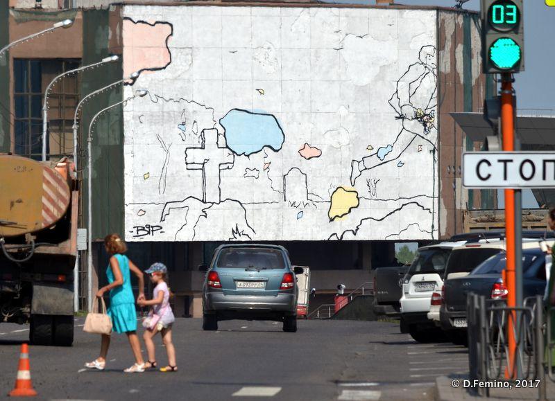 Huge murales at the end of the street (Krasnoyarsk, Russia, 2017)