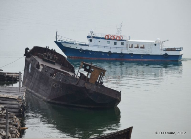 Shipwreck and new boat (Khuzhir, Russia, 2017)