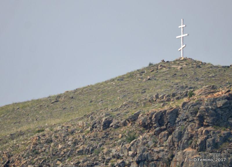 A cross on the hill (Sahurta, Russia, 2017)