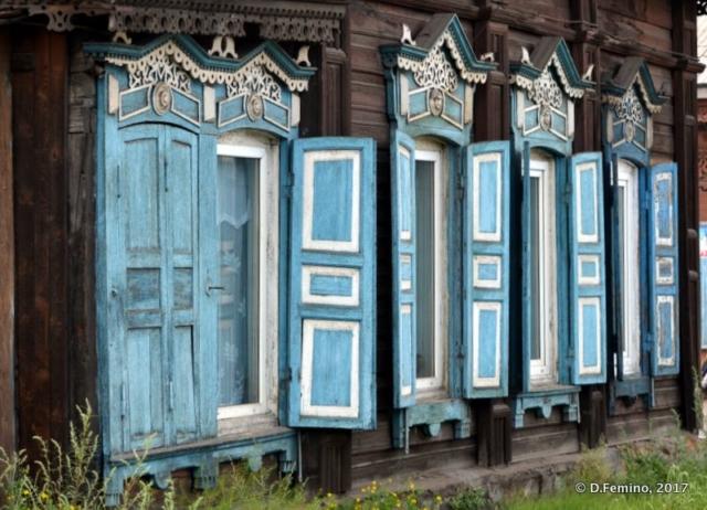 Blue wooden windows (Irkutsk, Russia, 2017)