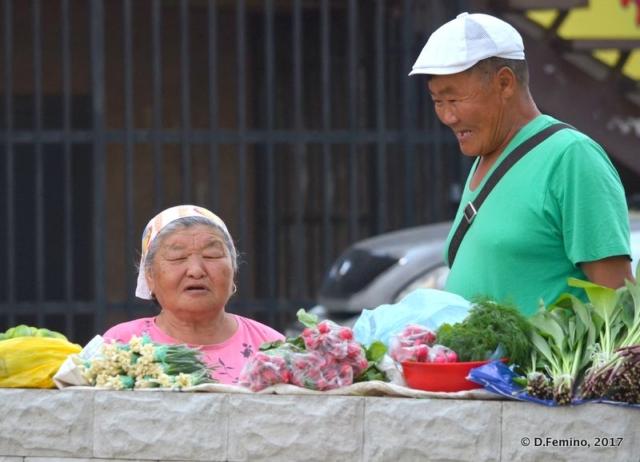 Trading flowers in Buryatia (Ulan Ude, Russia, 2017)