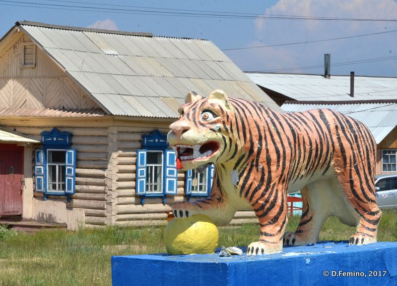 Tiger statue (Ivolginsky Datsan, Russia, 2017)