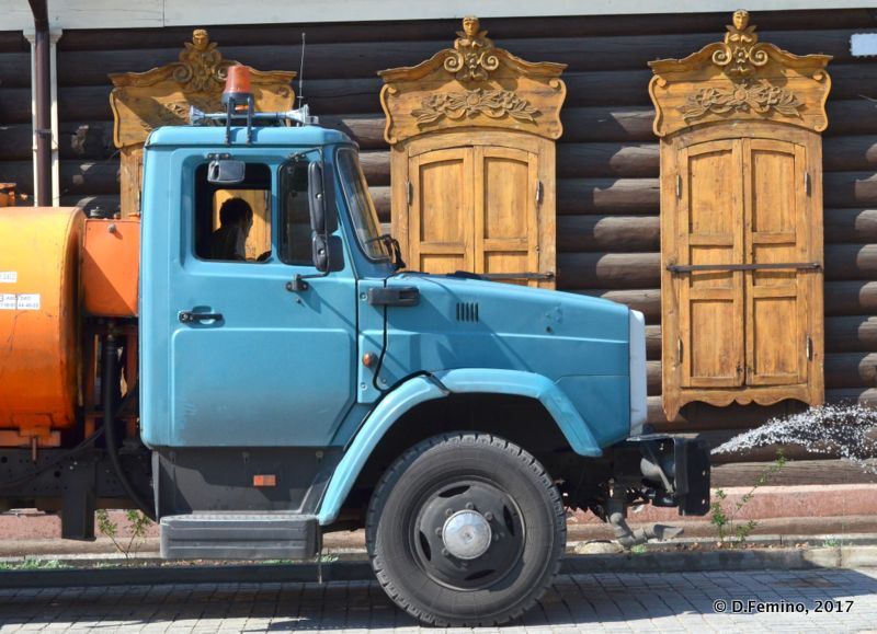 Truck and Siberian windows (Ulan Ude, Russia, 2017)