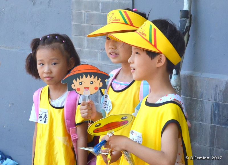 Children dressed in the same way (Beijing, China, 2017)