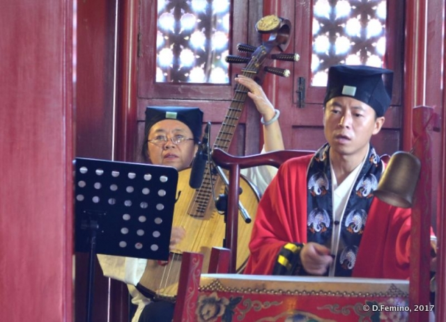 Traditional musicians in Huode Zhenjun temple (Beijing, China, 2017)