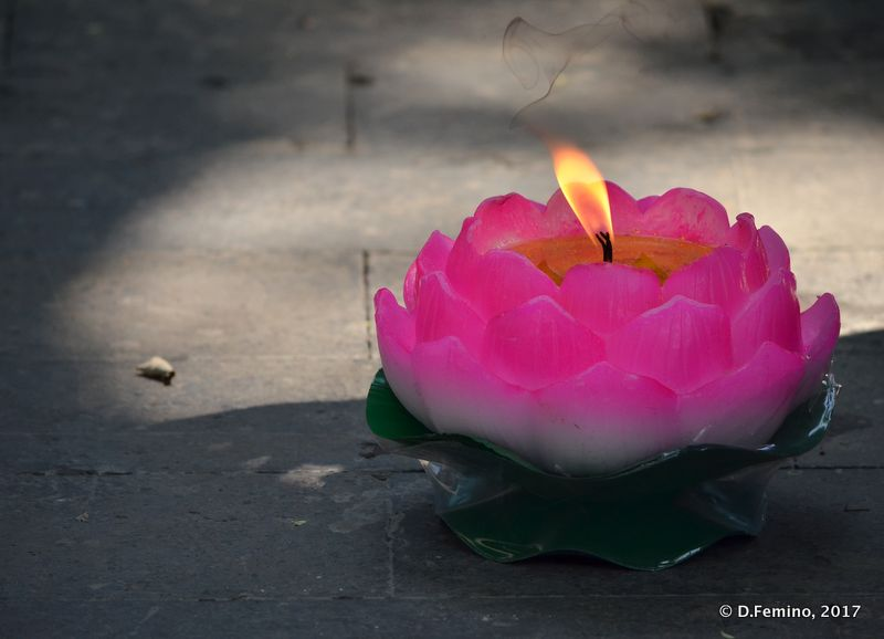 Flower candle in Guanghua temple (Beijing, China, 2017)