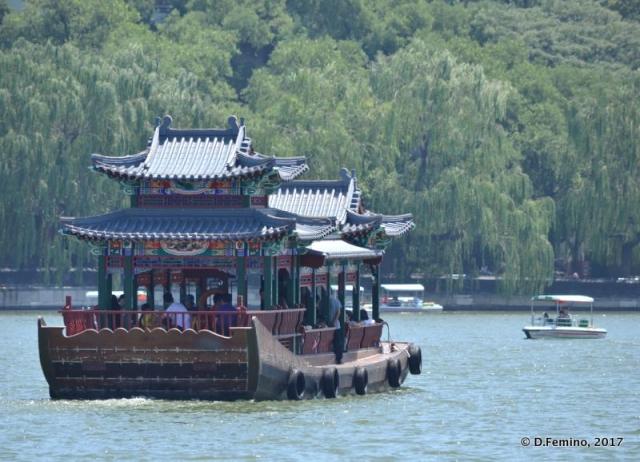Boat on Beihai lake (Beijing, China, 2017)