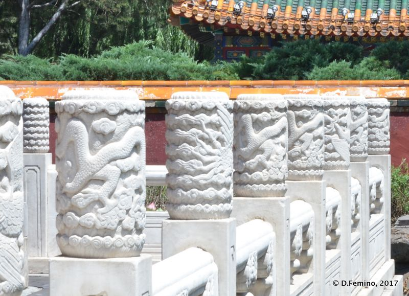 Complex bas-reliefs on white columns (Beijing, China, 2017)