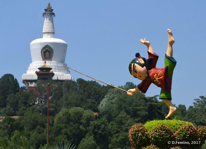 Puppet and white pagoda (Beijing, China, 2017)