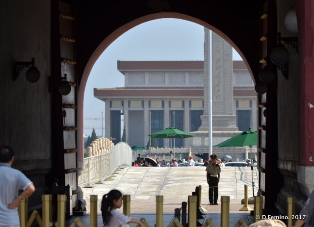Tiananmen square under the arch (Beijing, China, 2017)