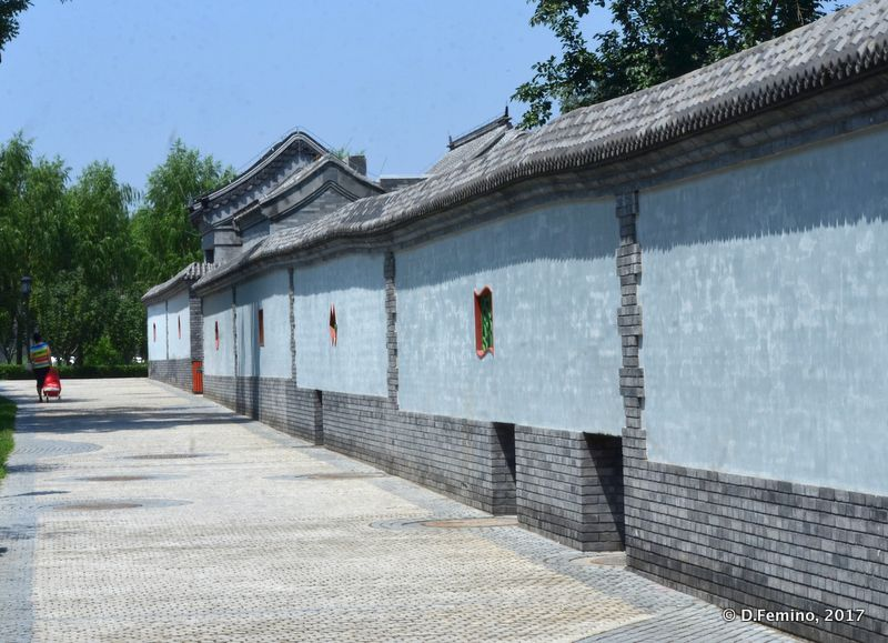 Blue walls in a hutong (Beijing, China, 2017)