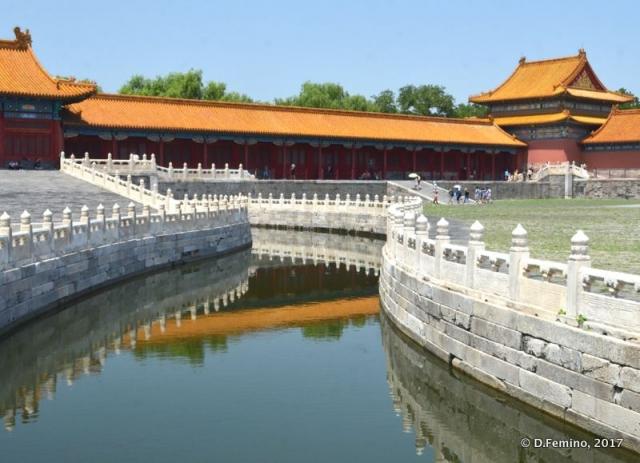Stone bridge in forbidden city (Beijing, China, 2017)