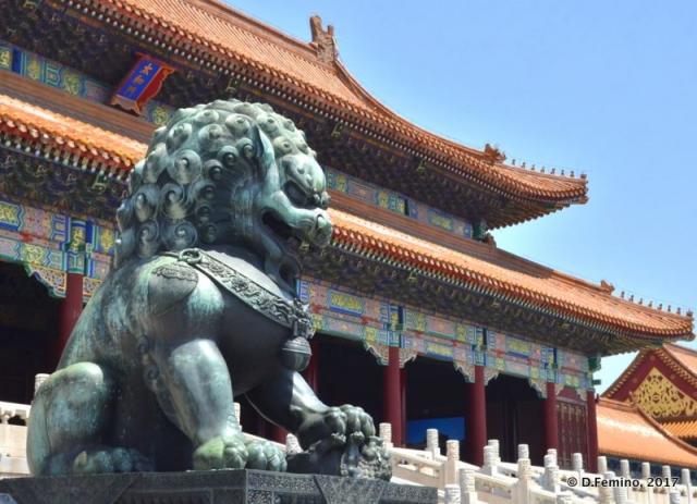 Lion by hall of supreme harmony (Beijing, China, 2017)