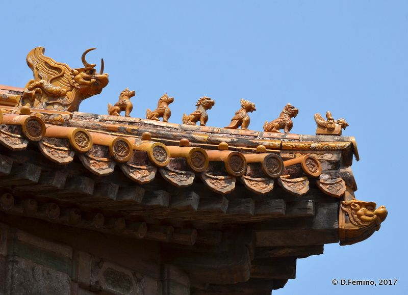 Dragons on the roof (Beijing, China, 2017)