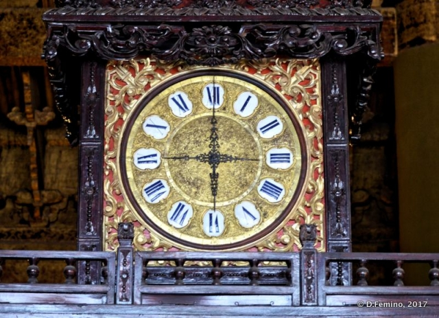 Clock in hall of watches (Beijing, China, 2017)