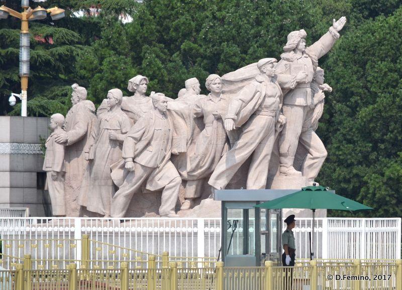 People of China honouring Mao Zedong mausoleum (Beijing, China, 2017)