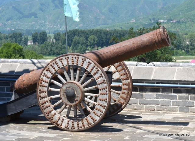 Cannon in the temple yard (Jiangou, China, 2017)