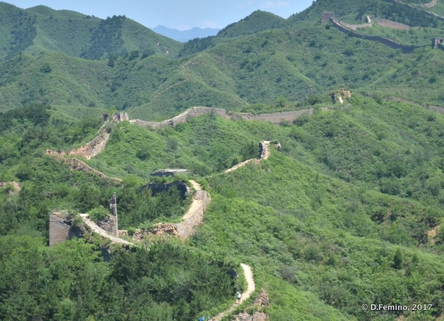 The winding and long Chinese walls (China, 2017)