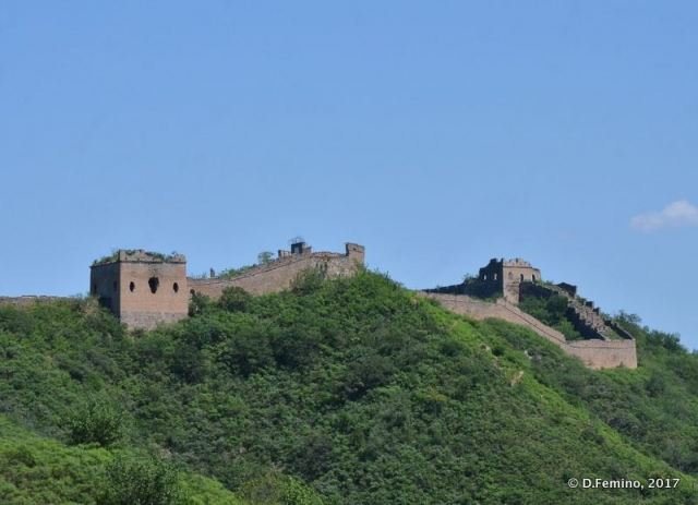 The Chinese Walls under a blue sky (China, 2017)