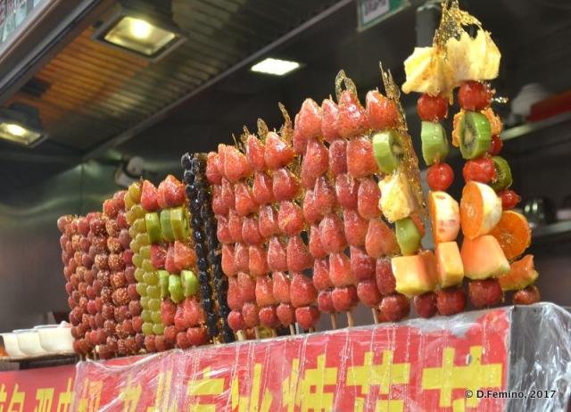 There's also fruit in Wangfujing market (Beijing, China, 2017)