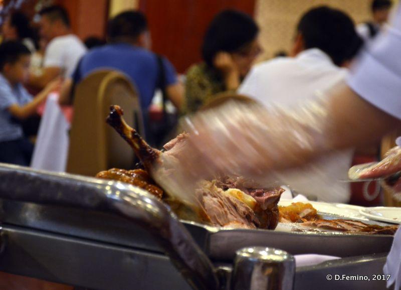 Slicing the Peking duck (Beijing, China, 2017)