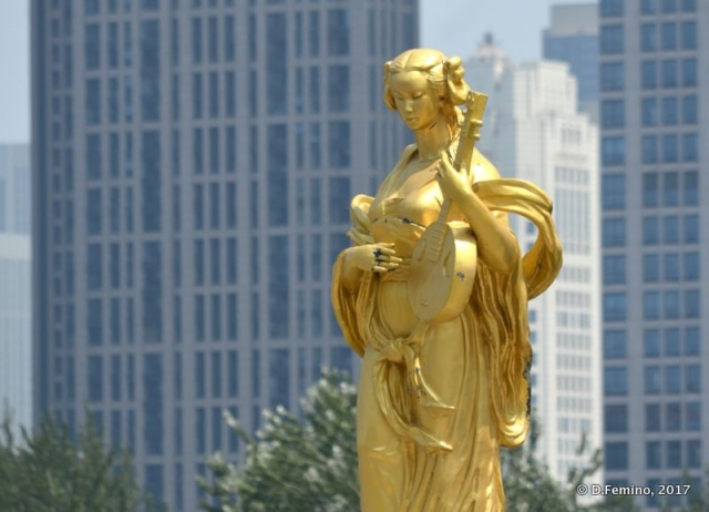 Golden statue in European district (Tianjin, China, 2017)
