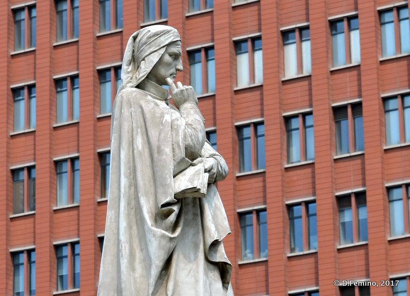 Dante Alighieri's statue in former Italian concession (Tianjin, China, 2017)