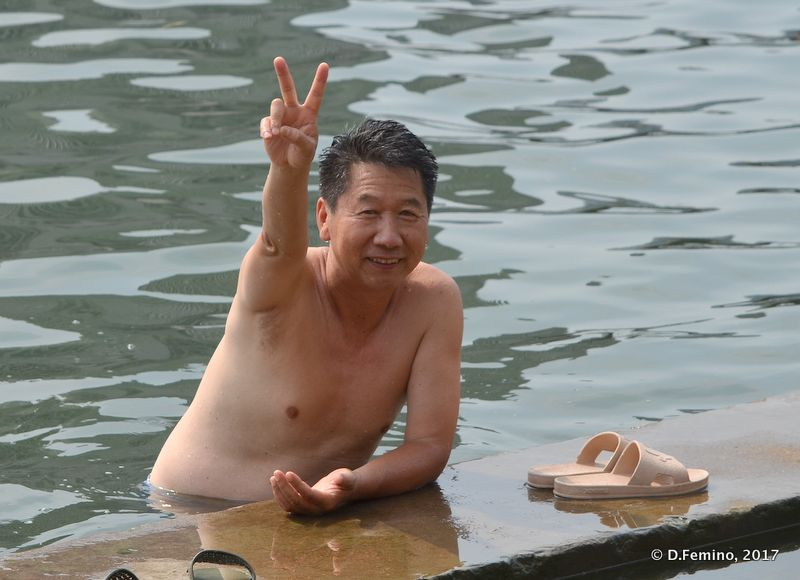 Waiving from the river (Tianjin, China, 2017)