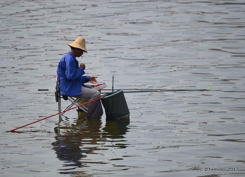 Fishing with the row (Tianjin, China, 2017)