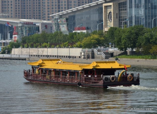 Yellow boat on the river (Tianjin, China, 2017)