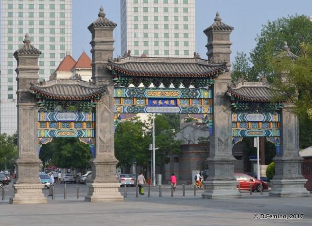 Gate in Jinguo park (Tianjin, China, 2017)