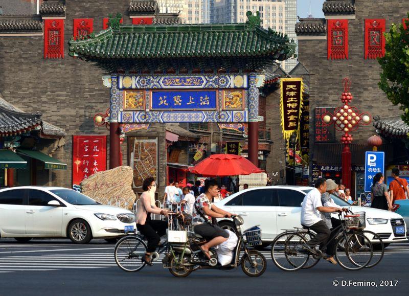 Guwenhua Jie's gate (Tianjin, China, 2017)