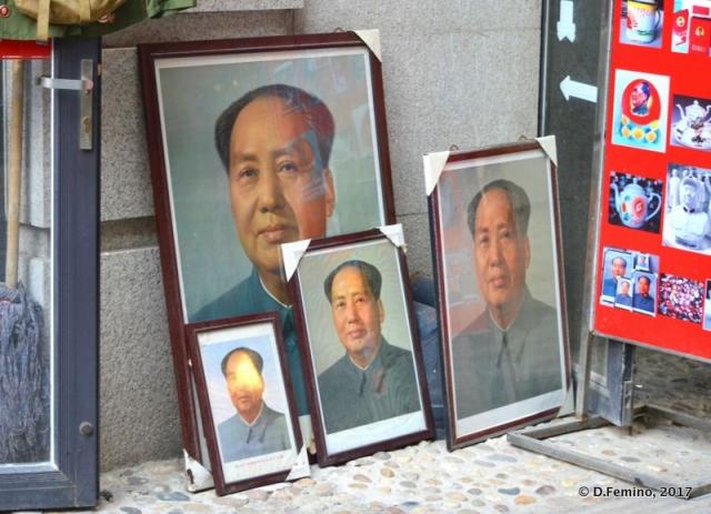 Portraits of Mao Zedong (Tianjin, China, 2017)