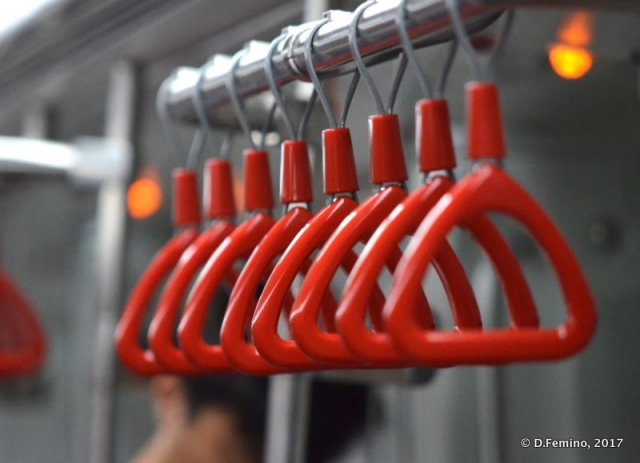 Red handles in the metro (Tianjin, China, 2017)