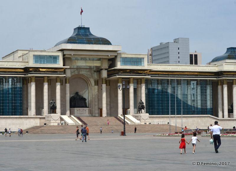 History museum in Sukhbaatar Square (Ulaanbaatar, Mongolia, 2017)