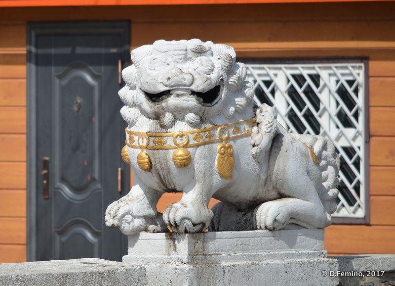 White marble lion (Ulaanbaatar, Mongolia, 2017)
