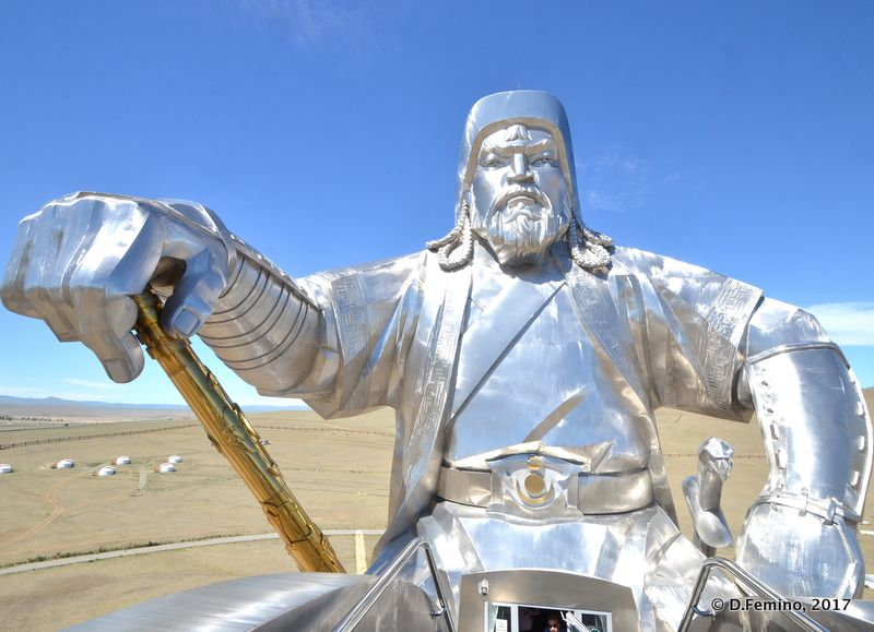 Face to face with Gengis Khan (Terelj Park, Mongolia, 2017)
