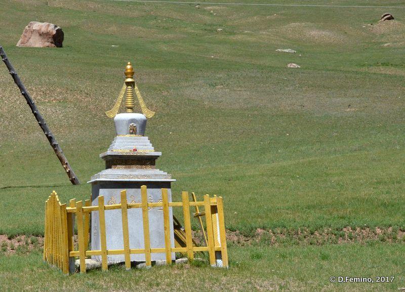 Small stupa (Terelj Park, Mongolia, 2017)