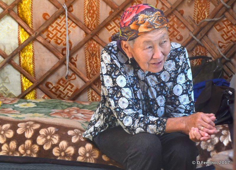 Mongolian old lady (Terelj Park, Mongolia, 2017)