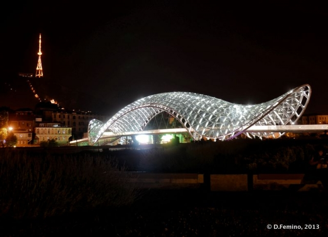 Peace bridge at night (Tbilisi, Georgia, 2013)