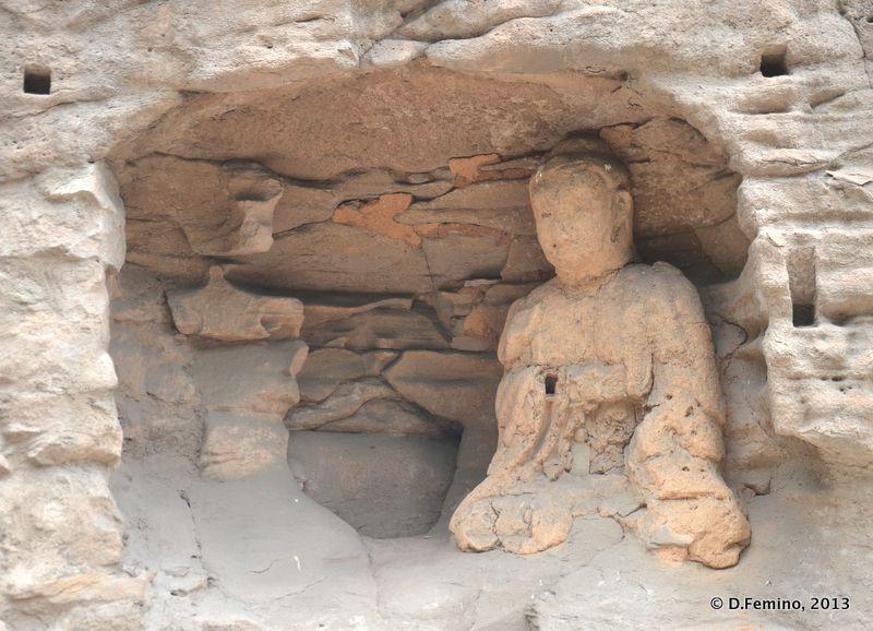 Old statue (Yungang Grottoes, China, 2017)