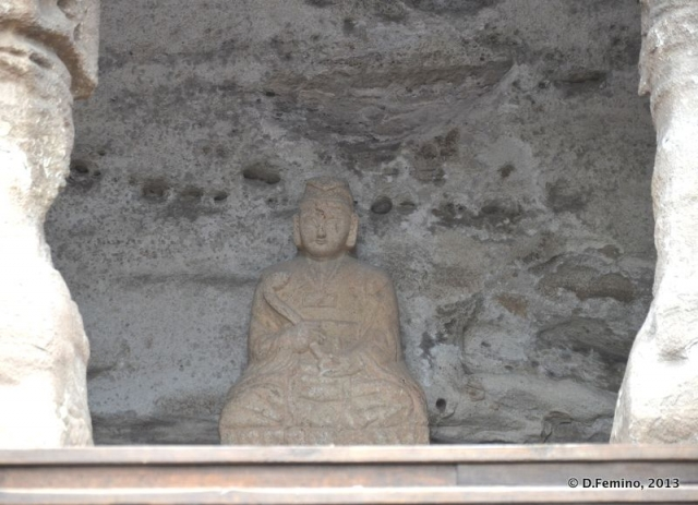 Small buddha in the cave (Yungang Grottoes, China, 2017)