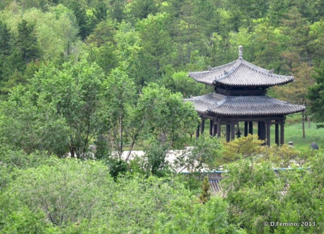 A pavilion in the green (Yungang Grottoes, China, 2017)