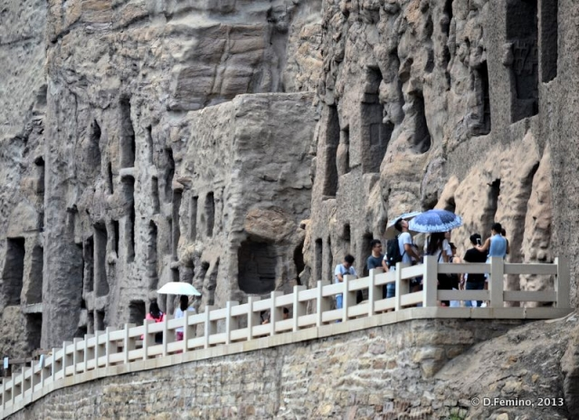 Platform by the caves (Yungang Grottoes, China, 2017)