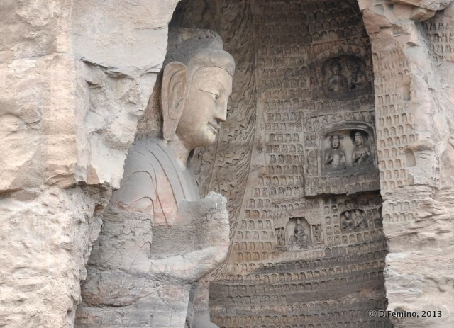 Fantastic niche with statues (Yungang Grottoes, China, 2017)