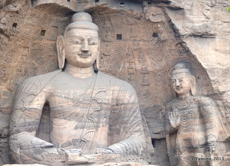 Frontal view of Buddhas (Yungang Grottoes, China, 2017)