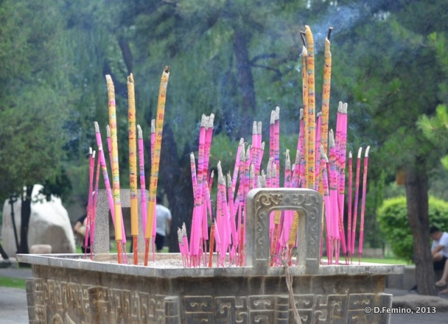 Incense sticks (Yungang Grottoes, China, 2017)