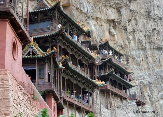Hanging temple built on Mount Heng (Hunyuan County, China, 2017)